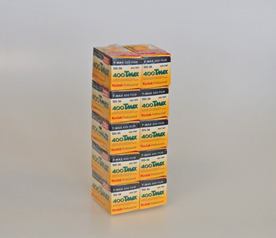 Pellicule photo noir et balnc à offrir Kodak TMAX 400.