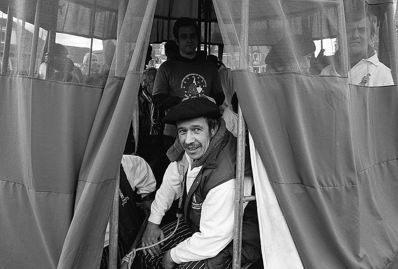 porteur de géant photographie noir et blanc argentique Nord