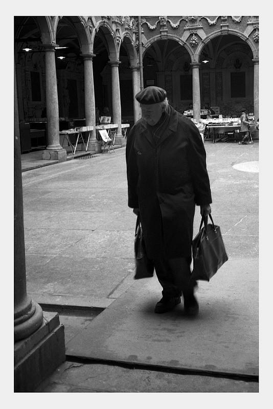 photographie de rue en noir et blanc à l'ancienne à Lille