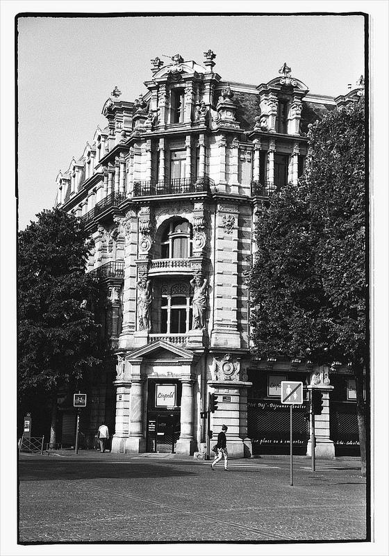 photographie-de-ville-en-noir-et-blanc-argentique-kodak-tri-x-400