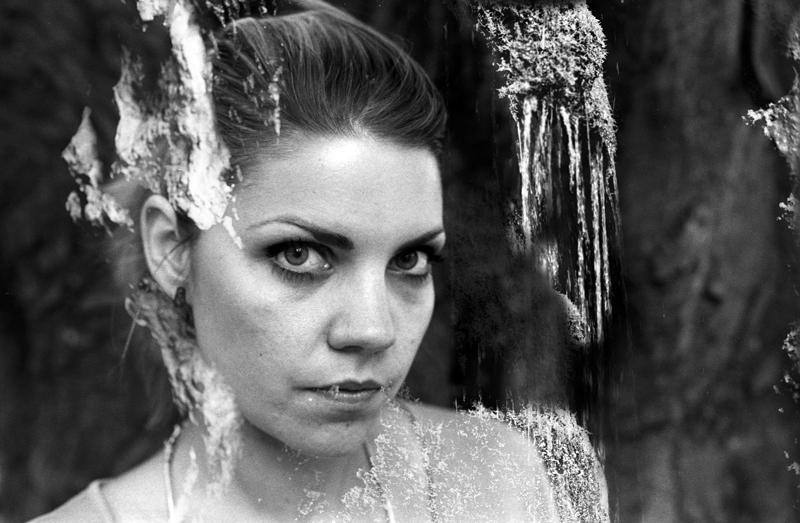 Portrait argentique sur pellicule Kodak Tri-X 400. Numerisation de films noir et blanc