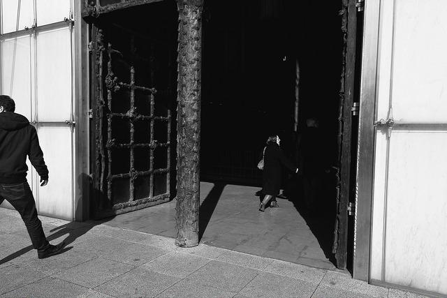 fin de la photo de rue en noir et blanc argentique