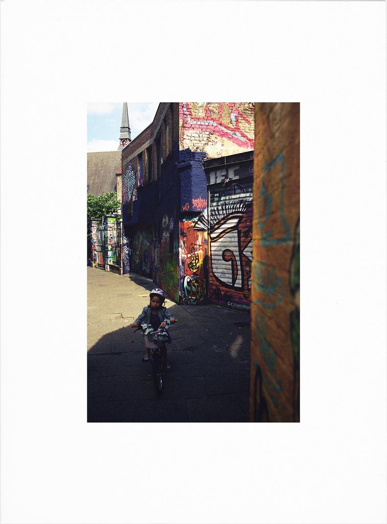 De la couleur dans la rue - Photographie argentique
