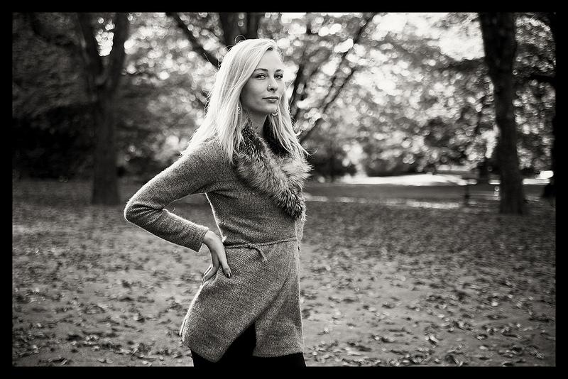 portrait femme blonde noir et blanc retro automne