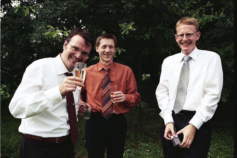 les amis des mariés vin d'honneur photo rétro argentique Béthune