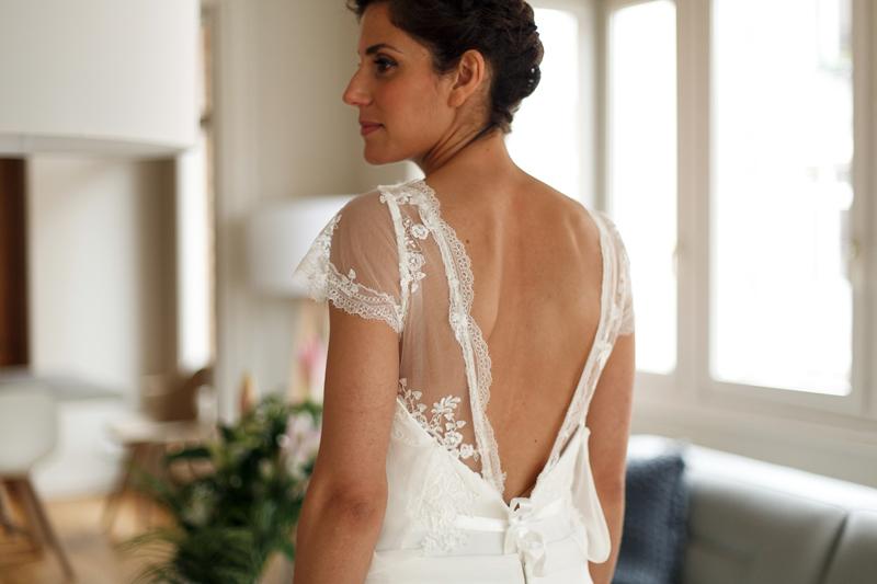 mariée habillage devant miroir