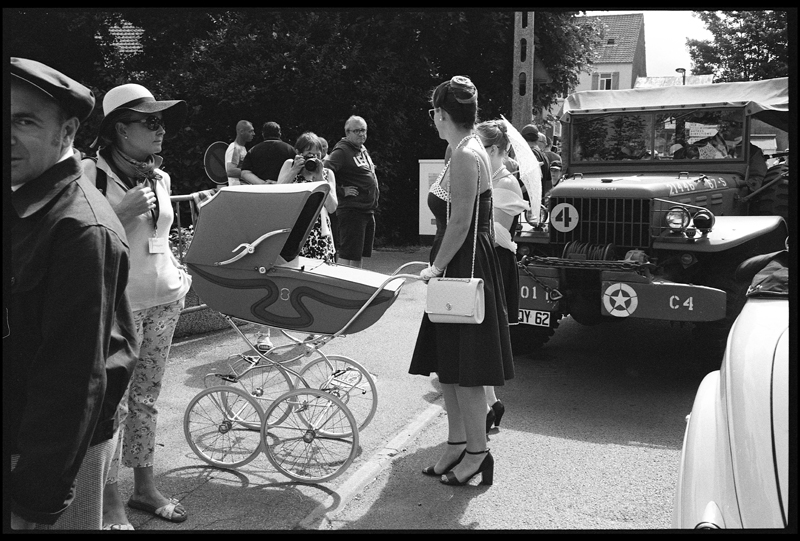 photo de rue chaos noir et blanc tri-x