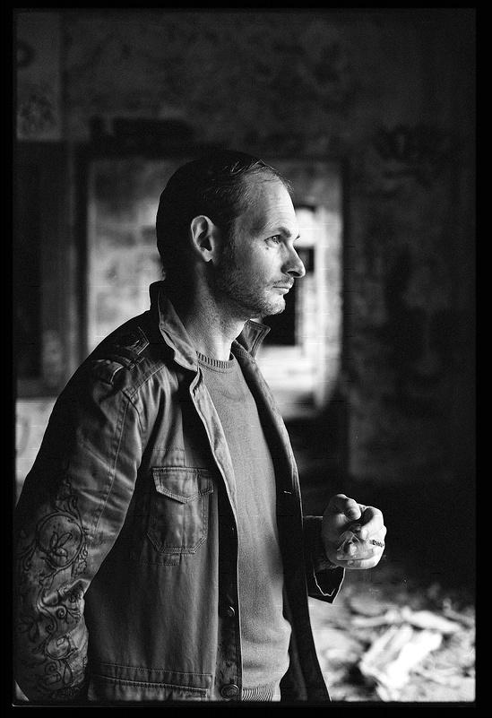 Portrait masculin en noir et blanc argentique histoires - Encadrement portrait noir et blanc ...