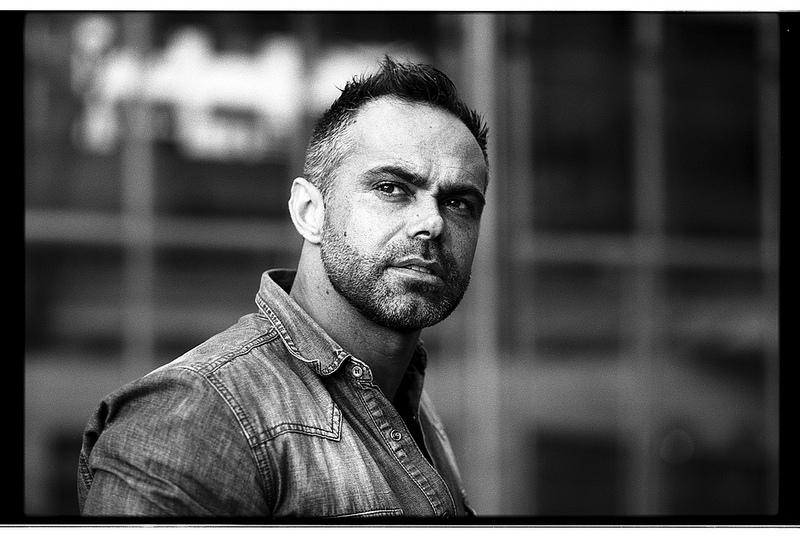 Portrait brut en noir et blanc argentique histoires de - Encadrement portrait noir et blanc ...