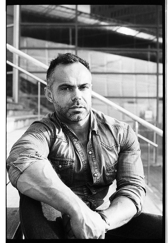 Portrait masculin en noir et blanc argentique