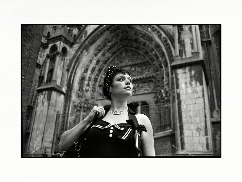 Portrait modèle photo alternative en noir et blanc argentique