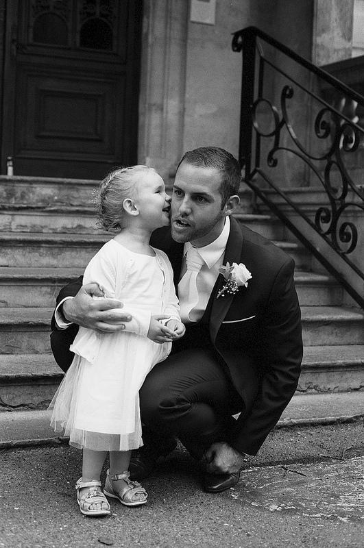 photographie noir et blanc du marié
