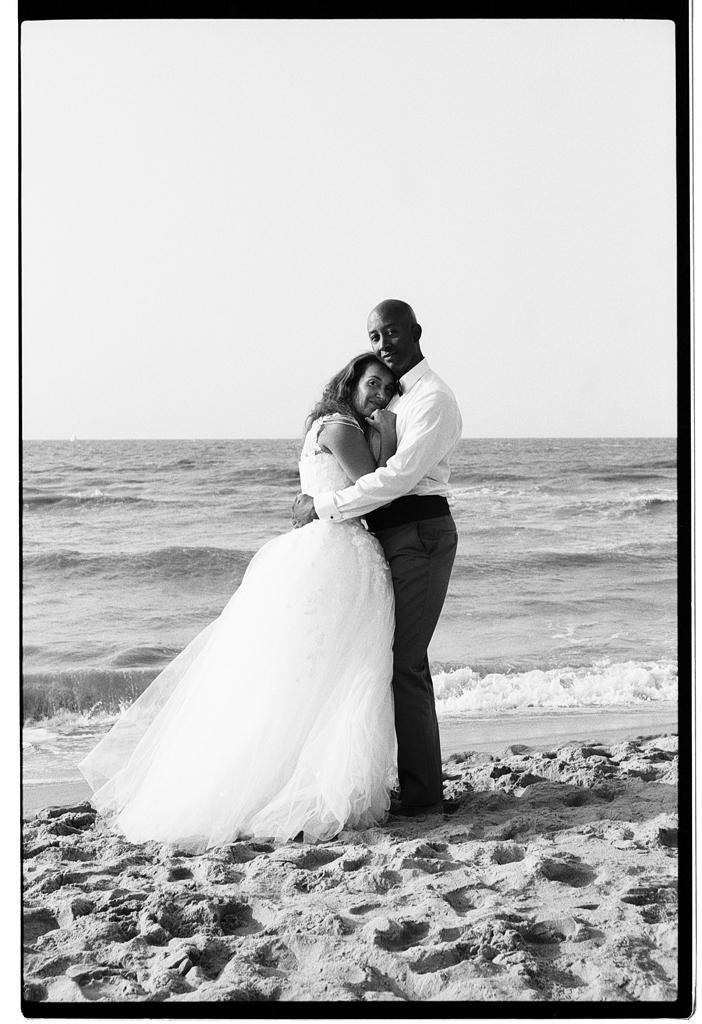 blog photo argentique Lille couple marié sur la plage Kodak TMAX 400