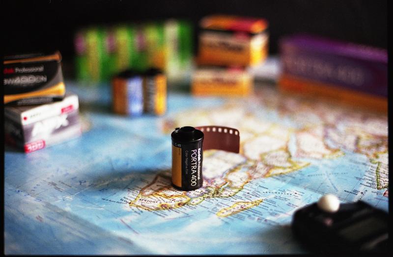 Pellicule argentique Kodak sur carte du monde
