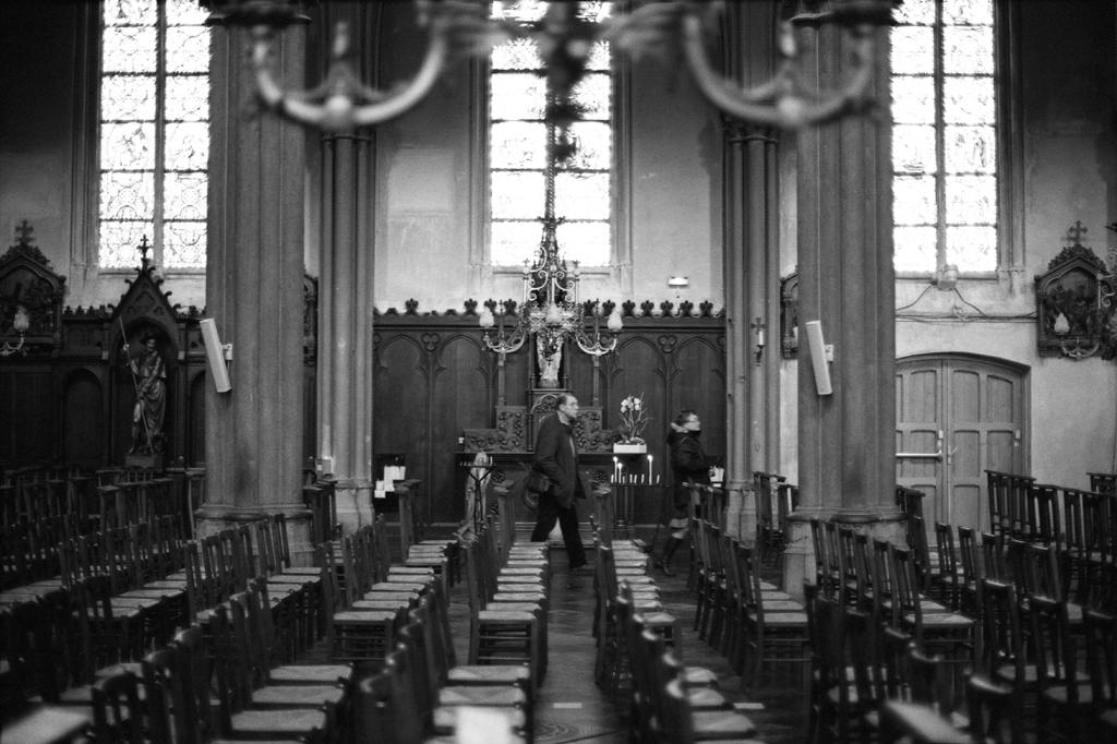 Photographie test en argentique dans une église