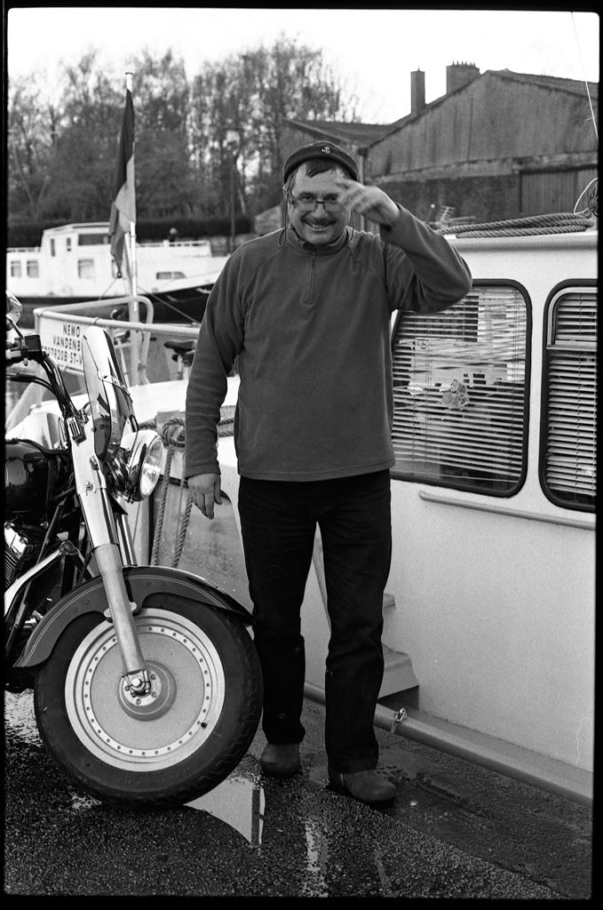 35mm argentique portrait en noir et blanc sur le port