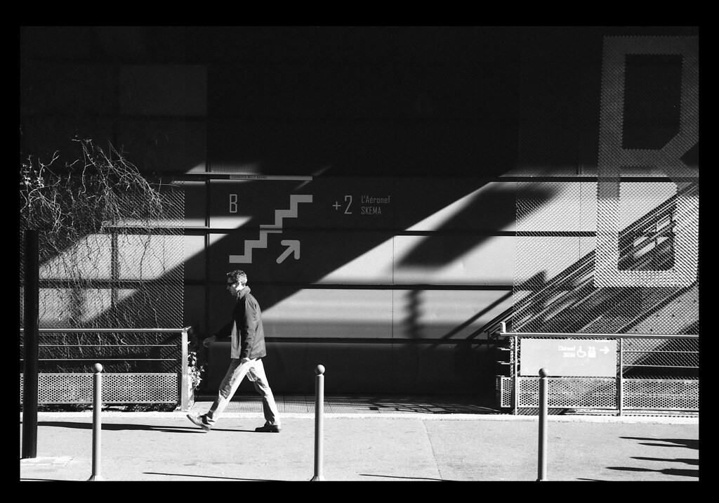 Photo de rue avec la Rollei Retro 80s