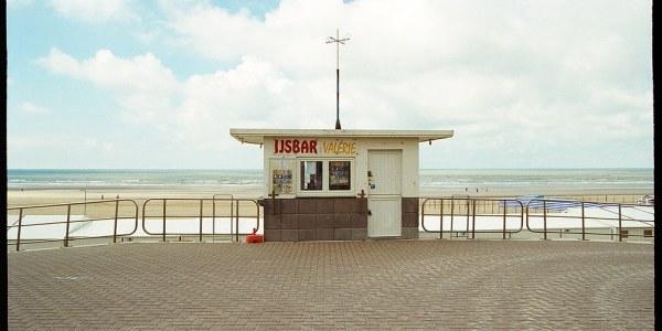 A la plage avec la Kodak Ultra Max 400 et la petite ville de De Haan en Belgique - Pellicule test et numérisation du film.