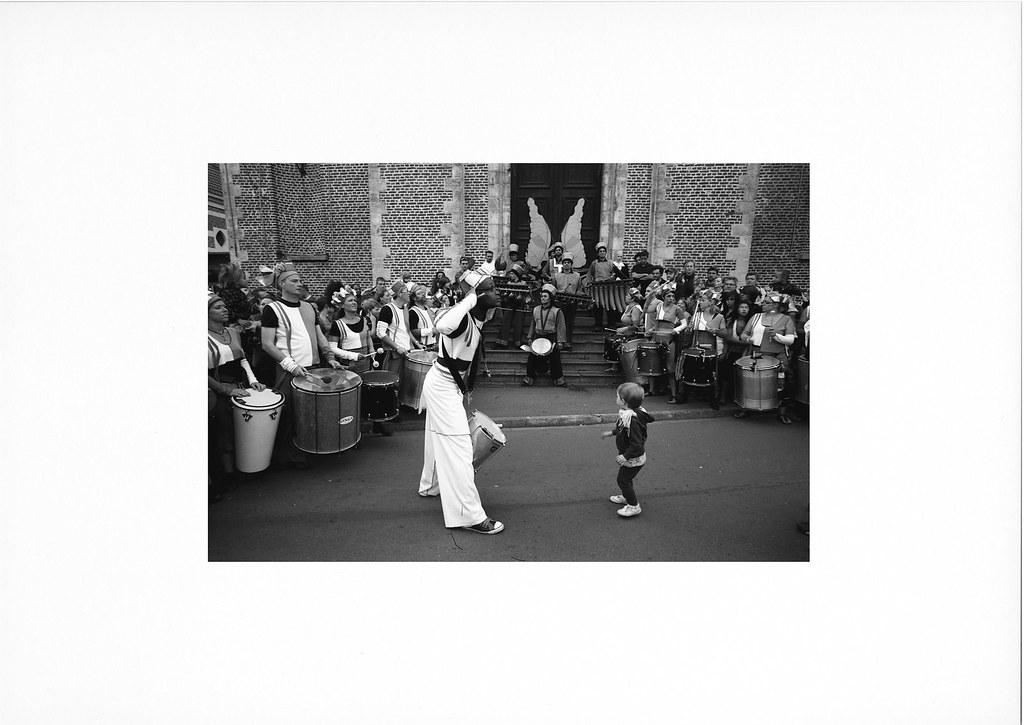 Batacuda et l'enfant - Photographie noir et blanc argentique