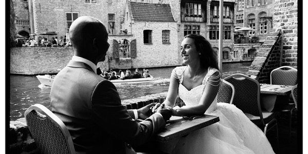 Amoureux à une terrasse Kodak TMAX Bruges