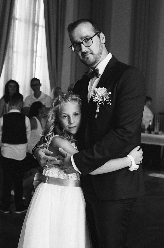 Photographe argentique à Lille propose des portraits de famille sur pellicule noir et blanc