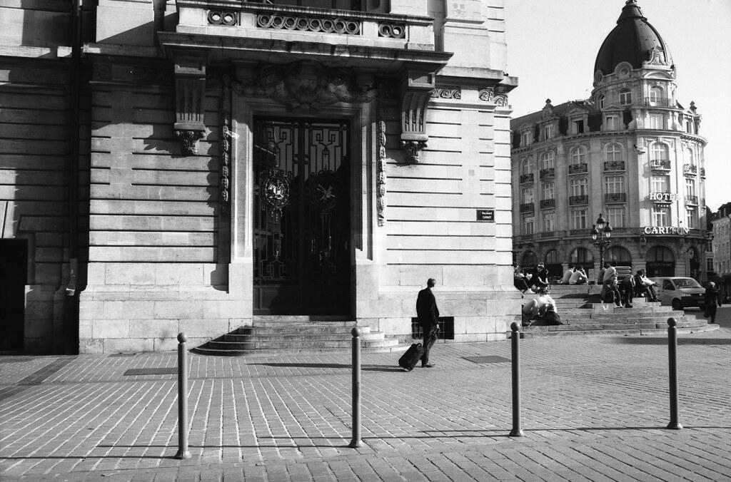 scan pellicule Kodak TMAX 100 photographie de rue à Lille en noir et blanc