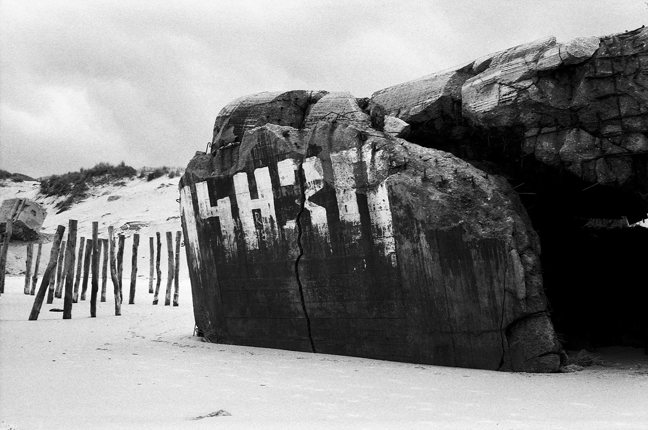 Blockhaus allemand seconde guerre mondiale - Mur de l'atlantique - Photographie noir et blanc argentique
