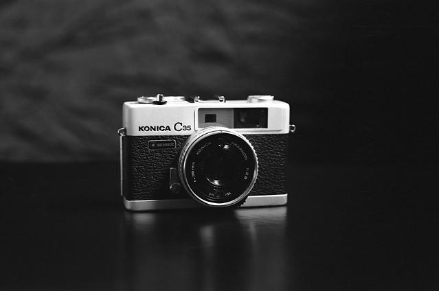 Konica C35 - photo prise avec un EOS 3 un objectif Canon EF 50 mm et une pellicule Kodak Tri X