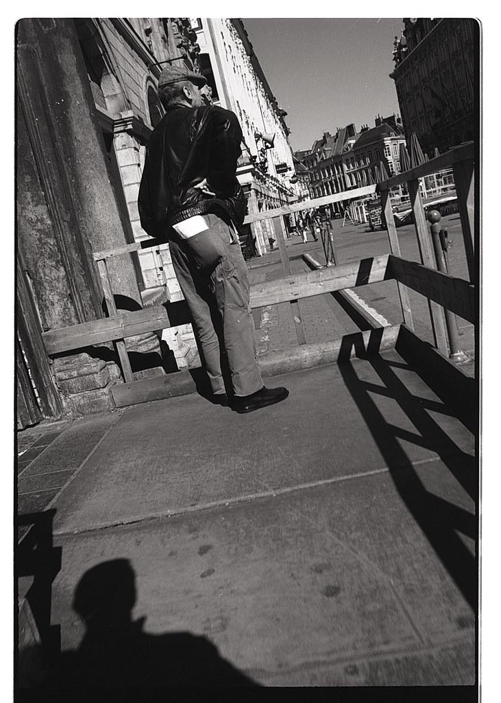 Photographie de rue en snapshot argentique. Photographe argentique Lille. Pellicule Rollei Retro 100.