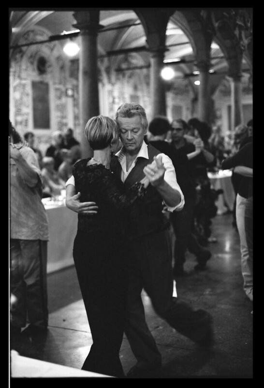 Les danseurs de Tango à Lille - Photographie noir et blanc argentique