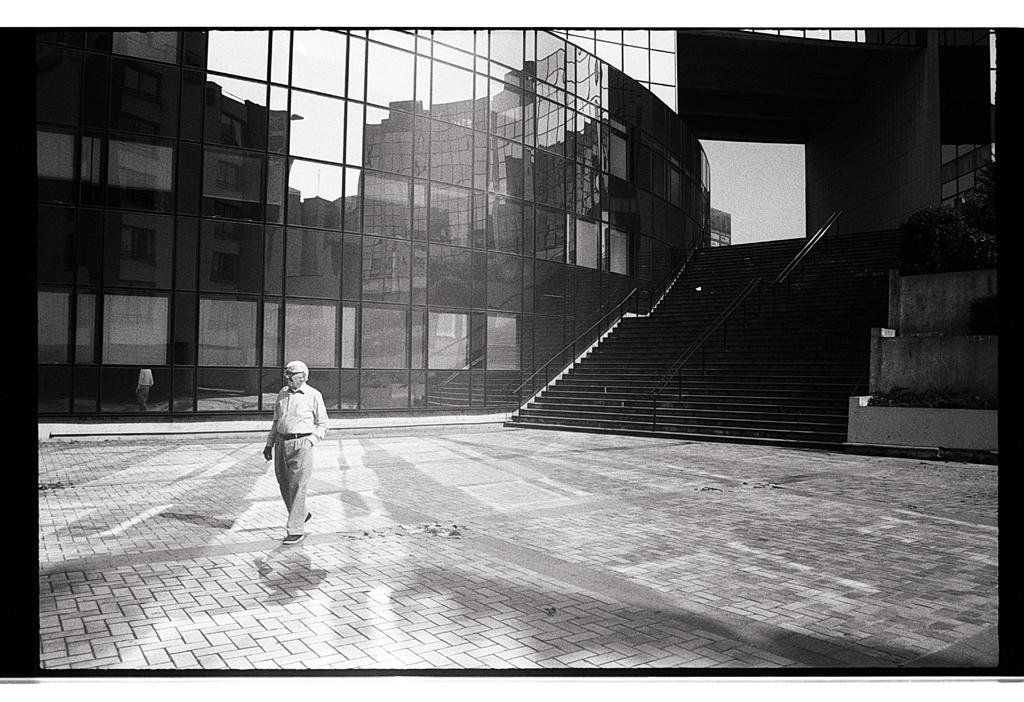 De la photographie de rue en argentique à Lille. Photographe spécialisé noir et blanc. L'argentique est une idée folle.