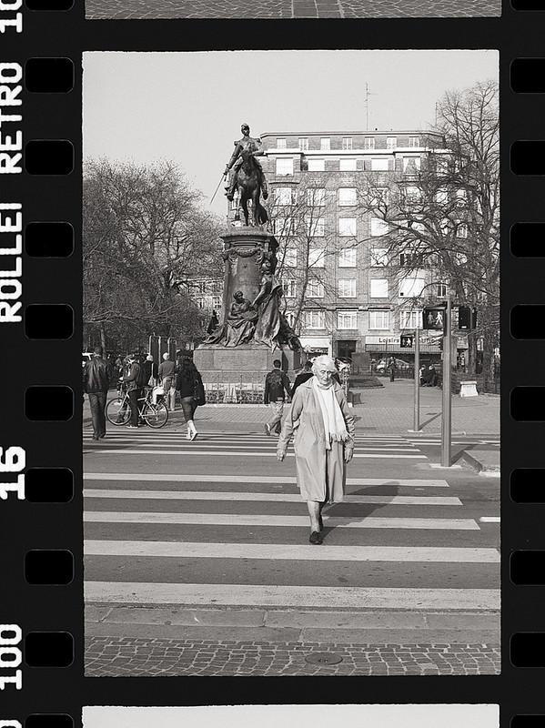 Photographie de rue en argentique et pellicule Rollei Retro 100 - Cours photo et prestations photos argentiques Nord