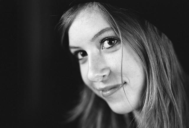 Portrait studio au 85 mm - photographie noir et blanc argentique