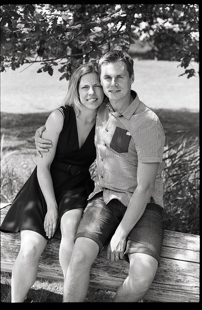 Portrait d'un couple en noir et blanc argentique Arras.