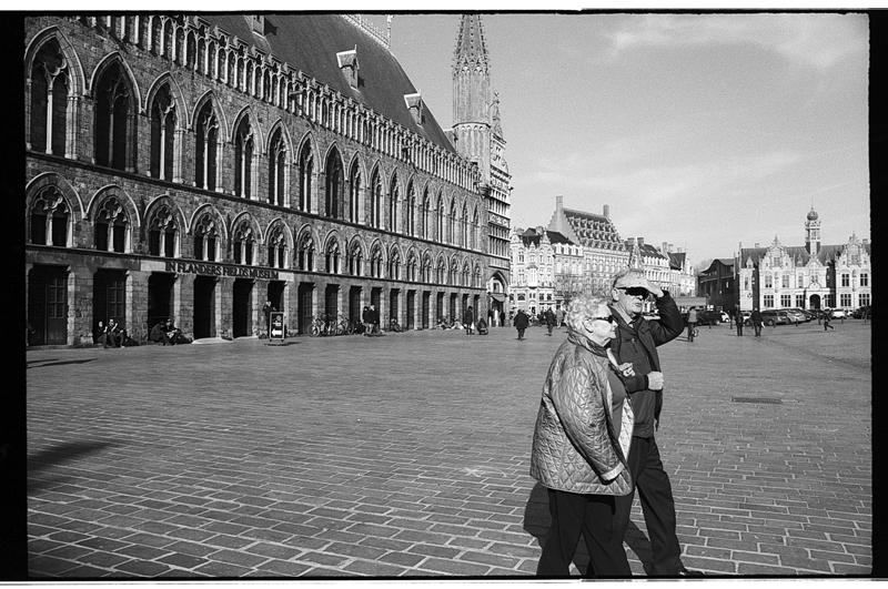 Photo argentique du centre ville d'Ypres en Belgique