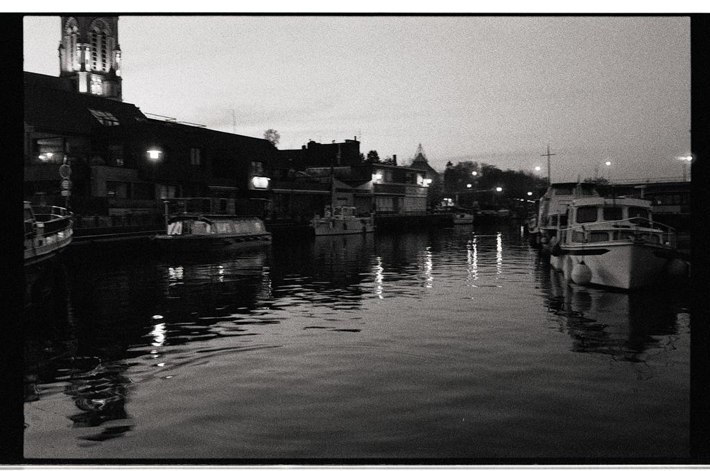 Photographie noir et blanc argentique Wambrechies de nuit