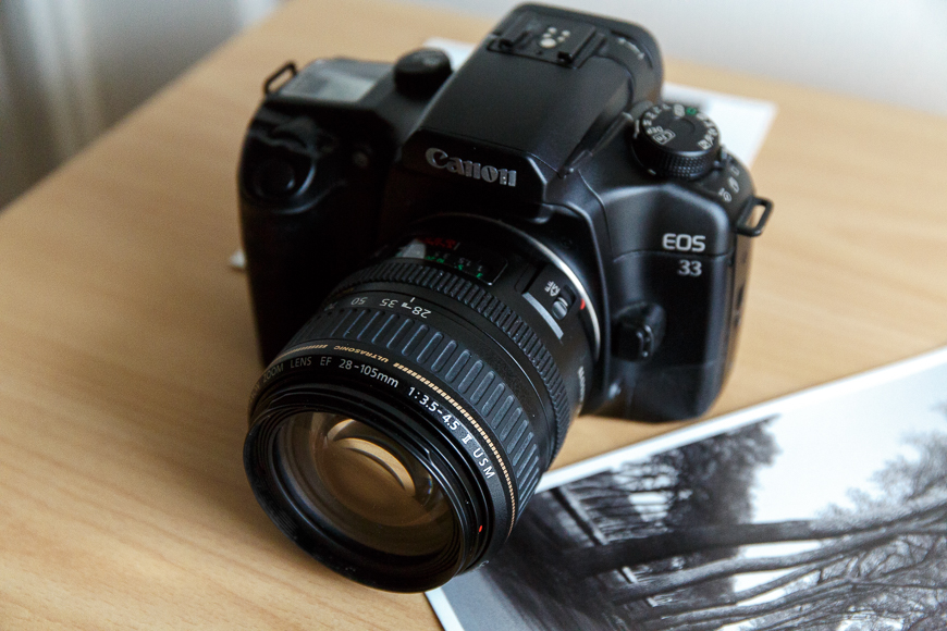 reflex argentique Canon EOS 33 avec zoom Canon EF 28-105 II USM