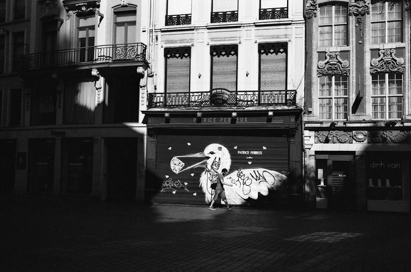 Ilford XP2 photo de rue en noir et blanc argentique à Lille