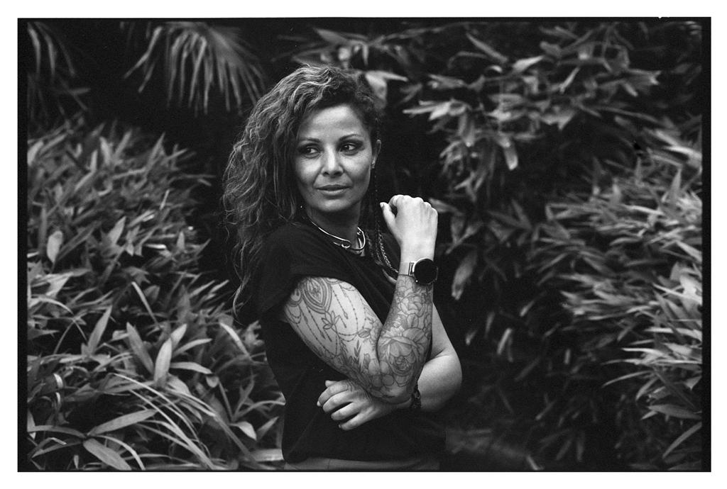Photographie argentique avec un Nikon FM2n et une pellicule Fomapan 100 - portrait noir et blanc au 50 mm à Lille